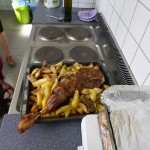 Der Hauptgang - Lamm und Bratkartoffeln knusprig gebacken